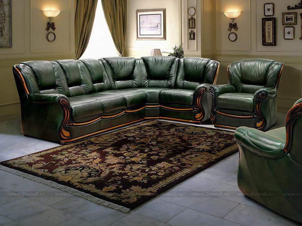 Старая мягкая мебель